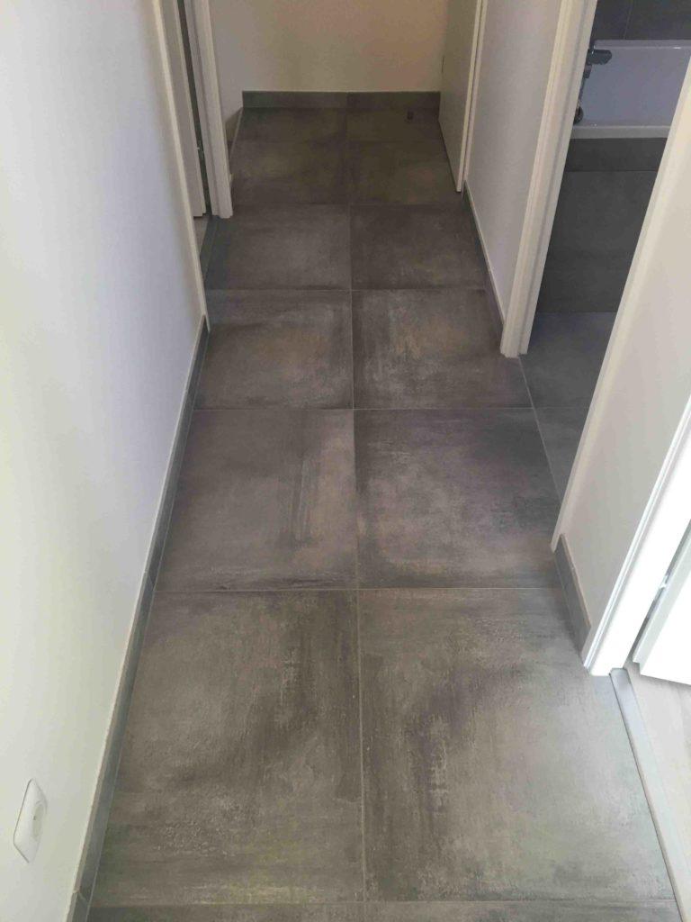 Carrelage 60x60 cm couloir effet béton