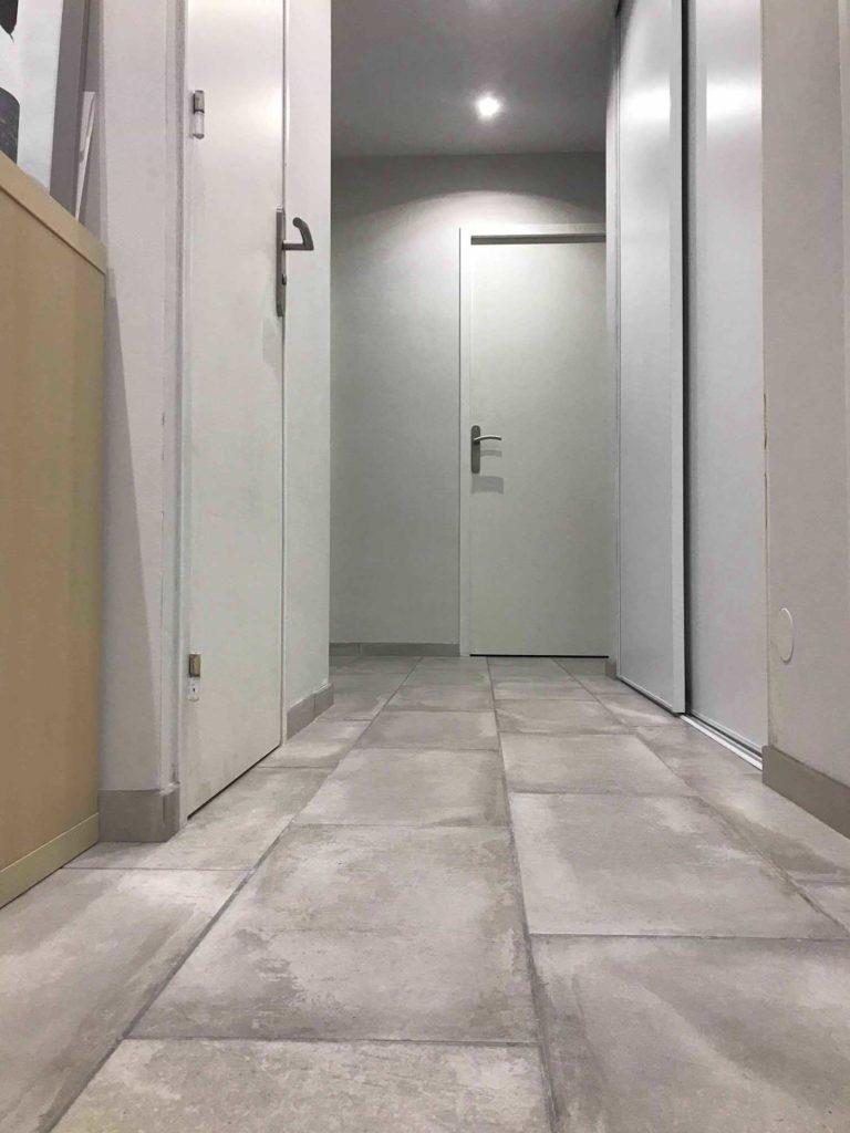 couloir carrelage effet pierre